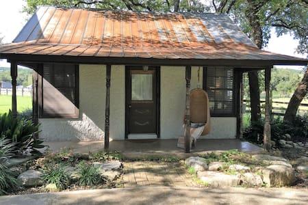 Flite Acres Ranch Cabin - Wimberley