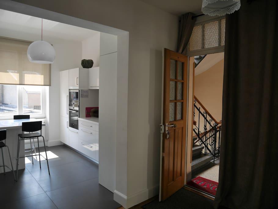 Vaste entrée donnant sur la cuisine 15 m2