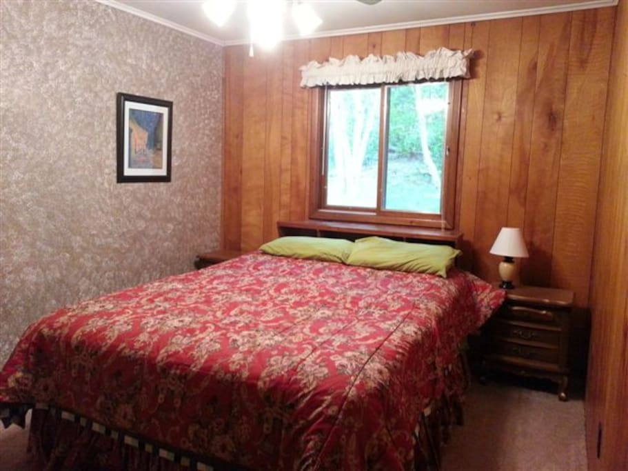 BR Queen Size Bed