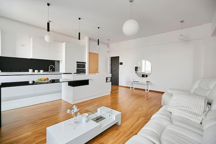 ✨ Luxury Modern Flat w/ Fireplace&Netflix - Center