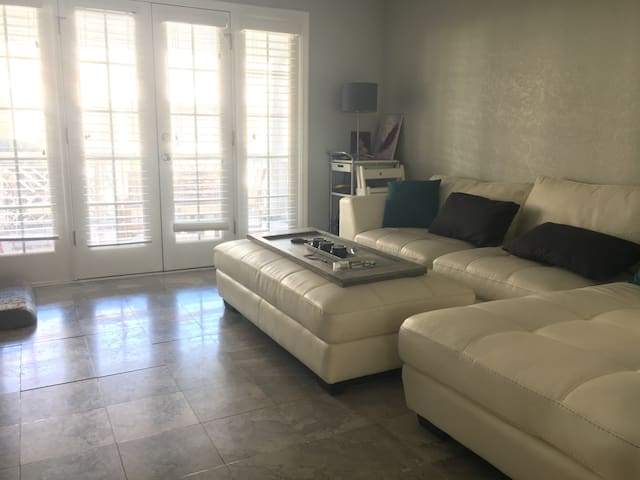 Spacious 1 Bedroom near VaHi