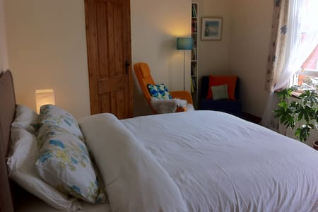 Big ensuite room, Dublin city north