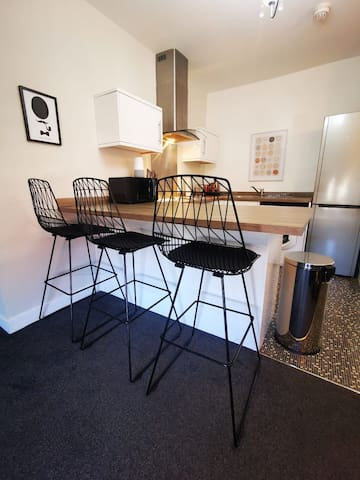 Stylish St Annes apt FREE PARKING  50% off