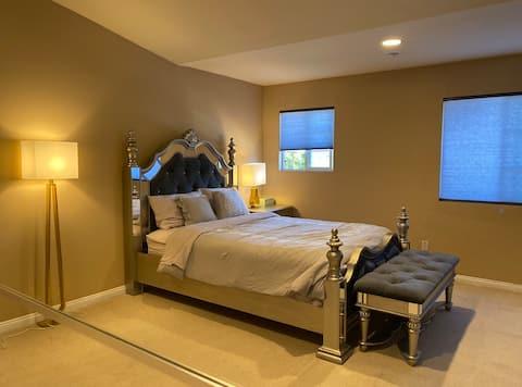Master Bedroom big Suite near ontario airport W/tv