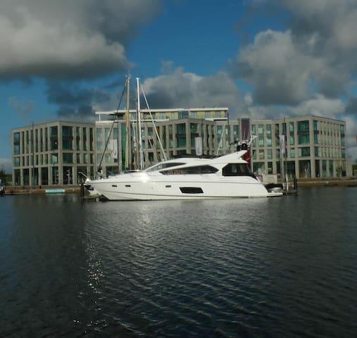 """""""NewPort Marina"""" mit außergewöhnlichem Hafenblick - Bremerhaven - Apartment"""
