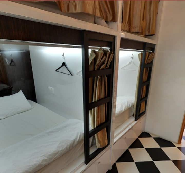 Double Capsule D in Dorm (2 guests), Little India
