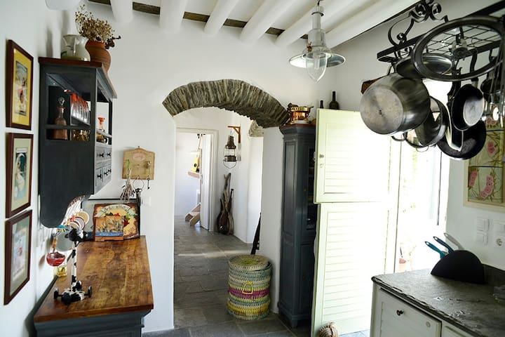 Beautiful traditional 3 bdrs house for 8 in Sifnos - Artemonas - Hus