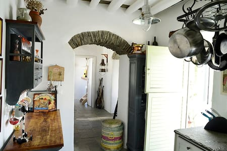 Beautiful traditional 3 bdrs house for 8 in Sifnos - Artemonas - บ้าน