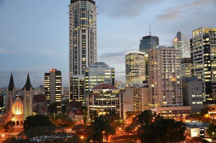 2 Bedroom 2 bathroom City Apartment - Brisbane - Apartment