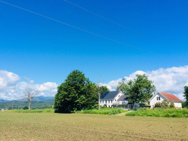Tinker Lane Apt.1 - Farmhouse Stay-cation Stowe VT