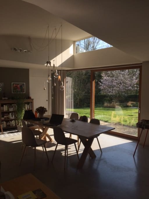 Living ouvert sur le grand jardin