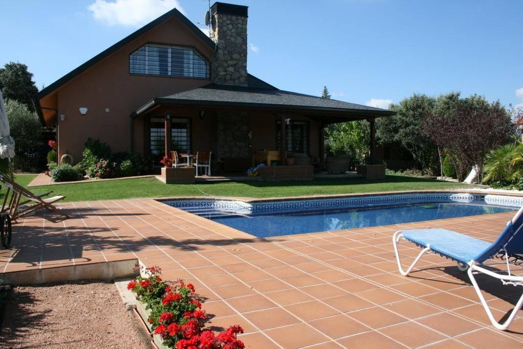 Chalet independiente con piscina casas en alquiler en for Restaurantes con piscina en comunidad de madrid