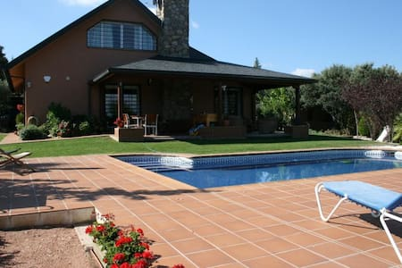 chalet independiente con piscina - Valdemorillo