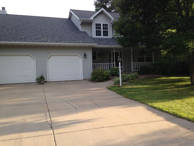 Wonderful large home great for a group. - Green Bay