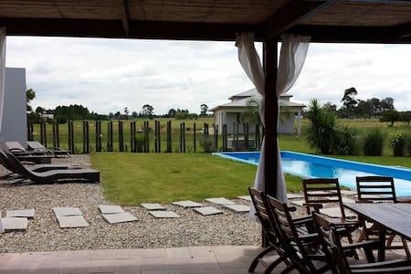 CASA CHACRA EN PUNTA DEL ESTE - Punta del Este - House
