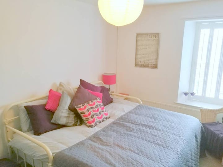 Lovely, comfortable room in the centre of Pembroke