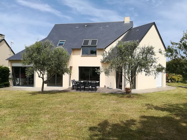 Belle maison familiale 8/10 pers 2.5 kms de la mer