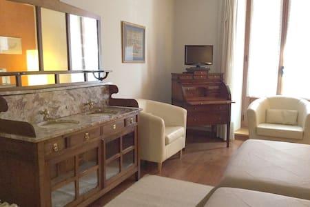 Habitación principal deluxe-2 - Urroz Villa