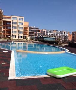 Апартаменты в трех минутах от моря - Sveti Vlas - Apartamento