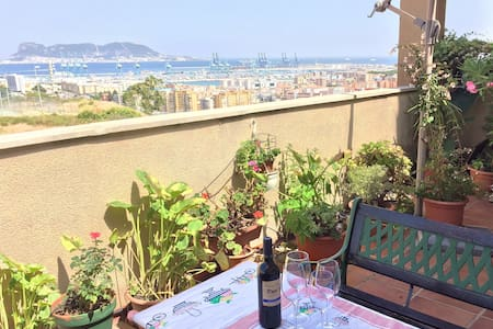 2 Bedroom Penthouse in the Sky - Algeciras