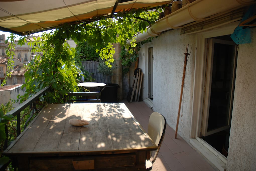 Studio avec terrasse centre ville appartements louer for Appartement marseille avec terrasse