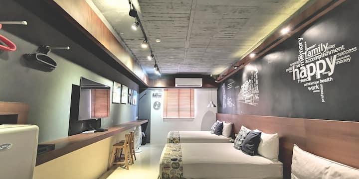 西門捷運站走路1分鐘,1min->MRT Ximen Oasis Inn 綠洲小棧 , 2~6人