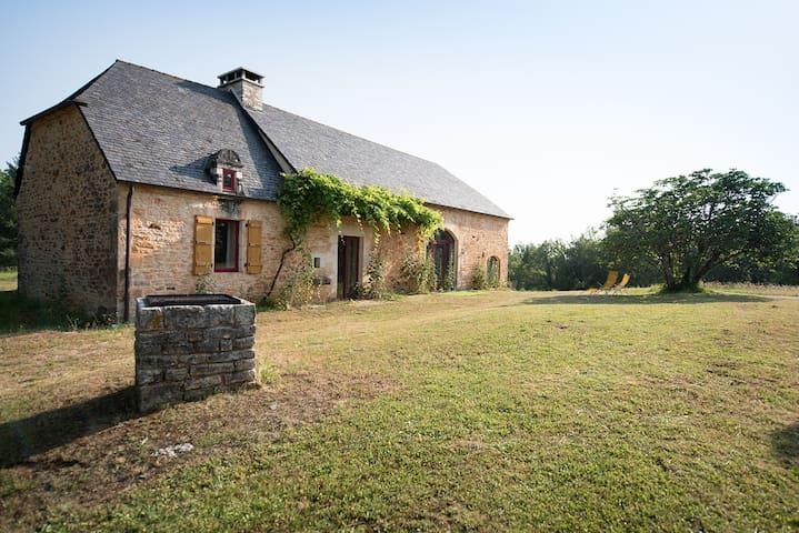 Maison en pierres rénovée à neuf en pleine nature