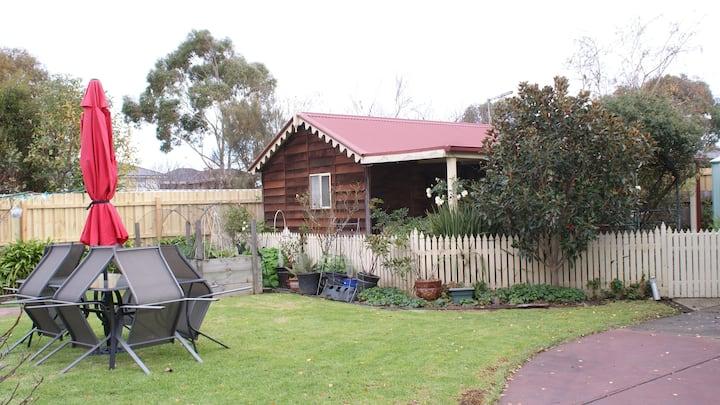 Studio 37: Modern, Private Cottage Retreat