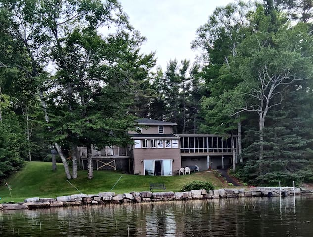 Down East/Acadia Lakefront Family Home