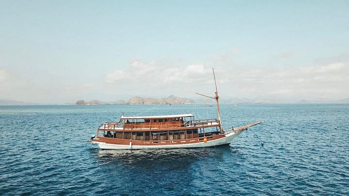 Comfy boat labuan bajo , komodo trip, 12 pax max