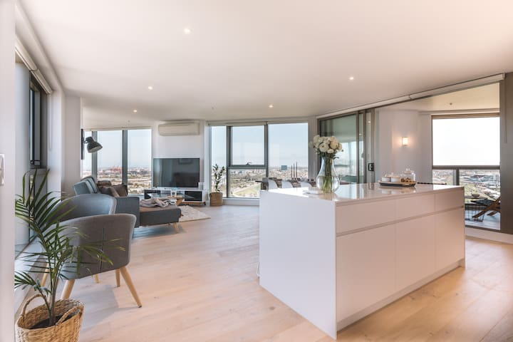 Penthouse Apartment - Pool, Parking, 360 Views