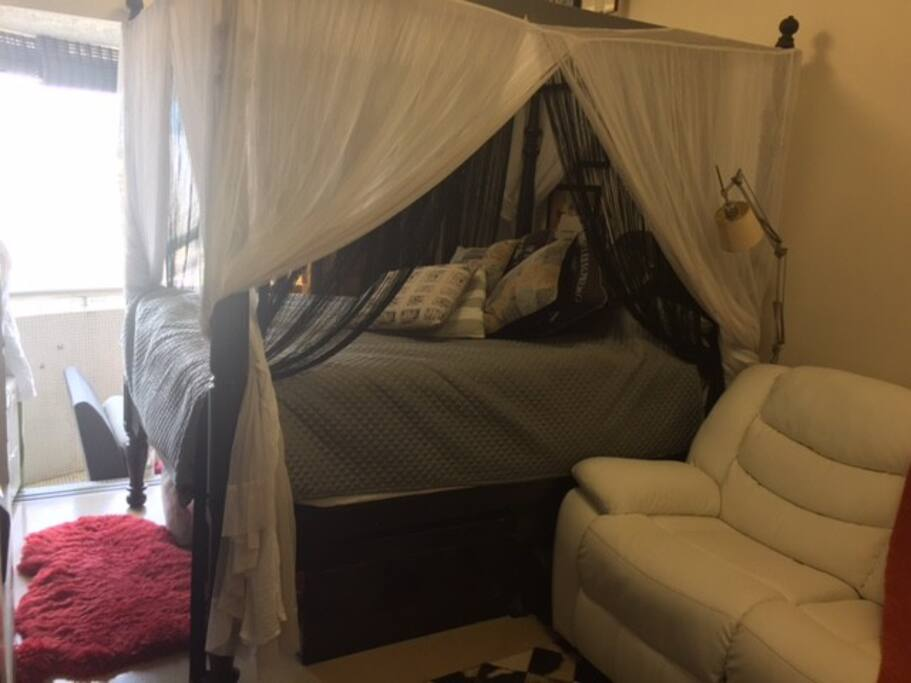Fourposter Bed and Recliner