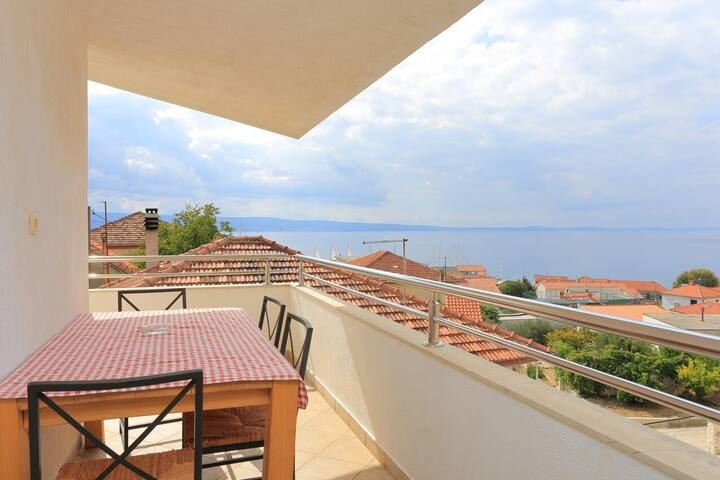 One bedroom apartment with terrace and sea view Sumpetar, Omiš (A-11798-a)