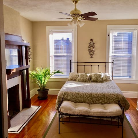 Spacious Old-Charm Tower Grove South Apartment - St. Louis - Byt