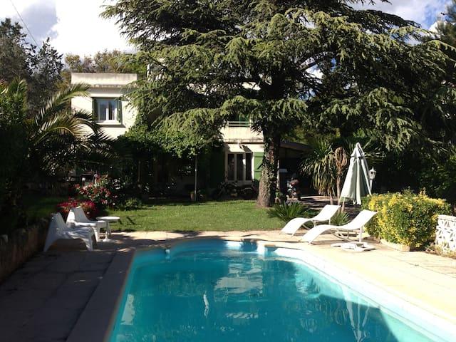 Chambre double avec piscine - Marseille