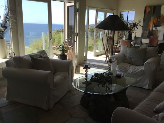 CUSTOM LAGUNA BEACH HOME