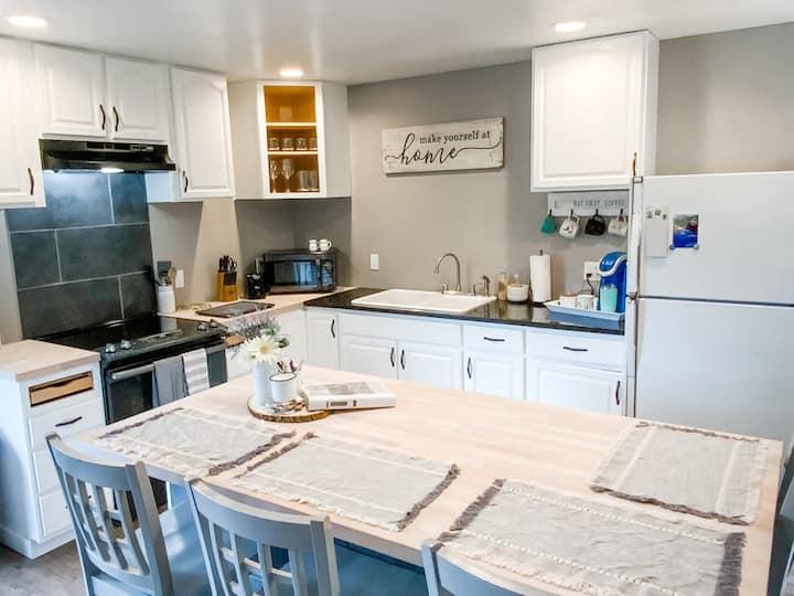 Studio 634-Private,Quiet w/ Backyard, Full Kitchen