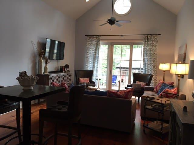 Luxury 2-Bedroom Square Apartment!