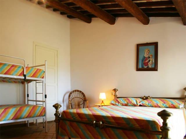 Family Room Standard 1 - B&B and Swimming Pool - Bellante - Bed & Breakfast
