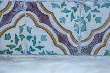 Maioliche originali: Napoli, secolo XIX, in ceramica invetriata