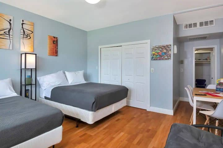 Special Offer! BEAUTIFUL STUDIO/BATH, Hallandale Beach, FREE PARKING, SANITIZED, BEACHES AND POOL OPEN!