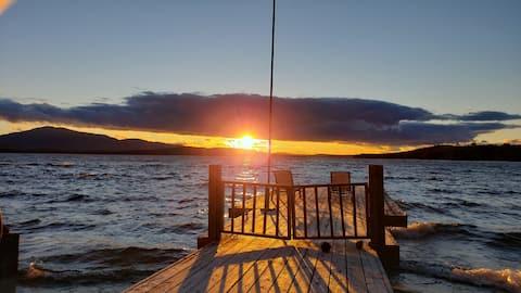 Lakefront cabin w/dock & walk in beach