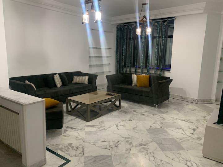 Spacieux appartement luxueux à  Ennasr