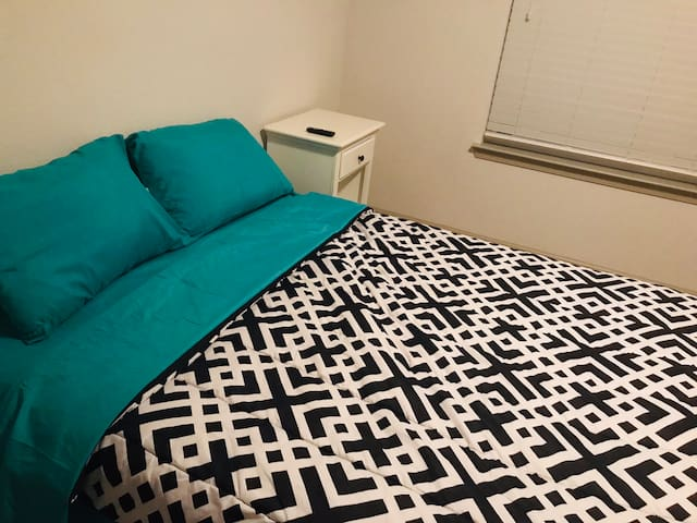 Cozy room located in the heart of Orlando Welcome.