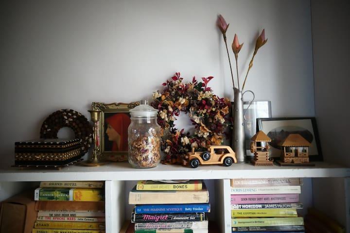 Still life on a bookshelf