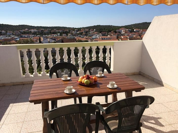 Apartments Horvat - Two Bedroom Apartment with Sea View (Zuti)