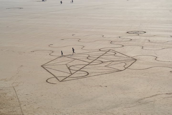Kite Runners enjoying the beach art