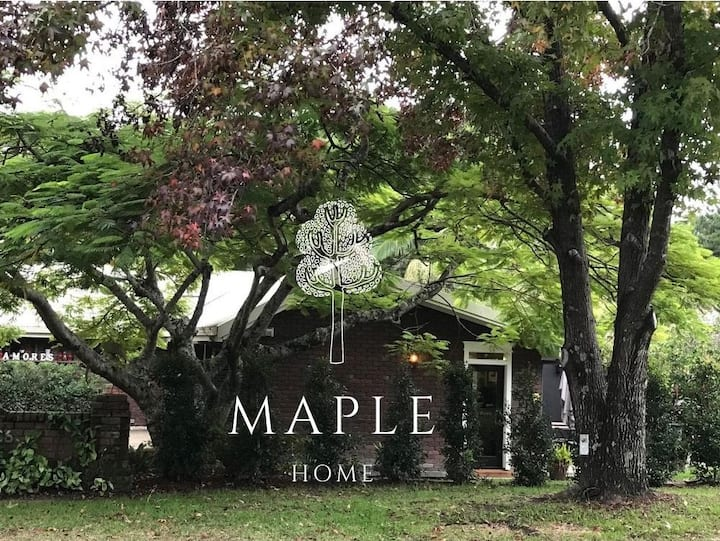 MAPLE HOME | Stylish & Central To Attractions