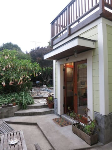 Completely Private Charming Peaceful Garden Cabin - San Francisco - Hytte