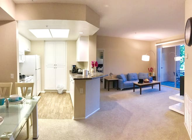 Relaxing Luxury 2b2b Center of IRVINE 尔湾中心两房两浴豪华公寓 - Irvine - Apartment